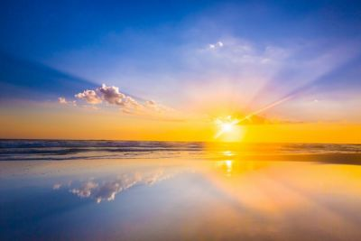 Тихое море при полном безветрии, все озарённое солнцем, представляло такую прекрасную картину, какой я ещё никогда не видал.