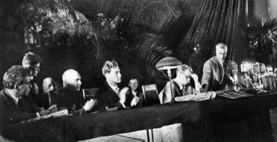 Я (в центре) в президиуме I Всесоюзного съезда советских писателей. Август 1934 г.